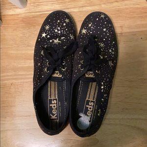 Lightly worn beautiful sneakers, true to size